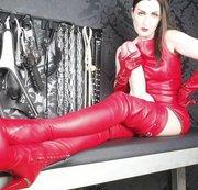 Ich bin DEINE neue Chefin! Die Chefin im roten Lederkleid