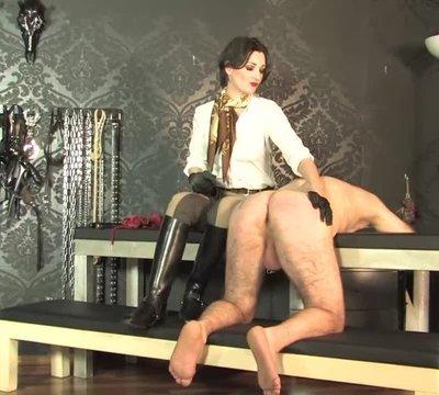 Peitsche für den nackten Sklaven  Teil 3