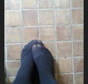 Füße in Strumpfhose in der Öffentlichkeit ;)