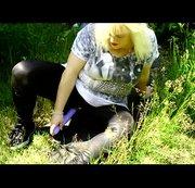 Dildofick im Gras