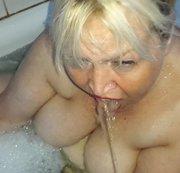In der Badewanne ins Maul gepisst