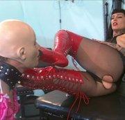 2 Sklaven für Domina Lady Vampira Teil 3 – Strumpfhosen Dominanz und Arschverehrung