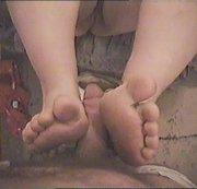 Mit den Füßen ...