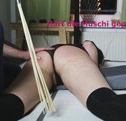 Clip 63P-d Hei�es M�dchen � Versohlt!