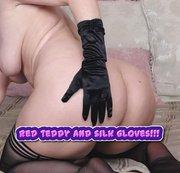 Rote Teddy- und Seidenhandschuhe !!! mmmm