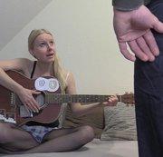 Sex gegen Unterricht?! Perverse Gitarrenstunden!