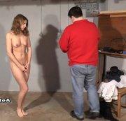 Nackt Und Gespreizt Stehend Gefesselt