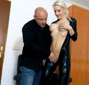 Wie KRASS !! Mit dem Onkel meiner Freundin BLANK gefickt!