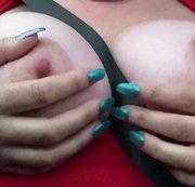 während der Autobahnfahrt meine großen Brüste rausgeholt....