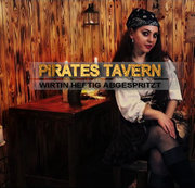 Pirates Tavern - Wirtin heftig abgespritzt