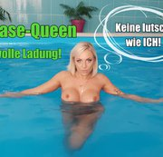 Blase-Queen am Pool