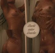 Nackt unter Dusche!!
