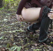 Pinkeln im Wald