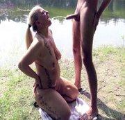 Public am See Männerpisse geschluckt und Schwanz deep geblasen!