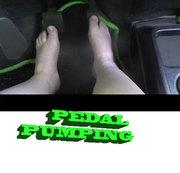 Pedalpumping mit nackten Füßen