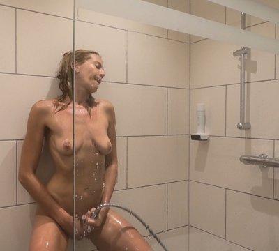 Mein erstes geiles Duschvideo !! Intim & Privat