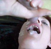 Ihre Schamlippen sind zum dehnen da und ihr Mund - Gesicht für Sperma ...