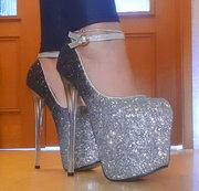Meine neuen mega hohen High-Heels ;-)
