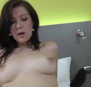 Unschulds-Mädchen beim Orgasmusritt fremdbesamt