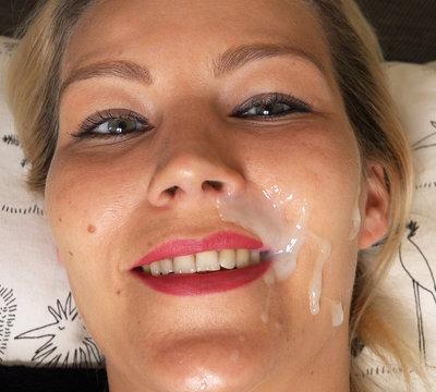 Der Traum aller Frauen! Gleichzeitig Orgasmus und Sperma ins Gesicht bekommen