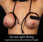 Das etwas andere Shooting – Part 1 – Abgebundene Brüste mit der Reitgerte bespielt