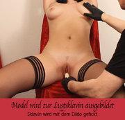 Model wird zur Lustsklavin ausgebildet – Teil 2 –Sklavin wird mit dem Dildo gefickt