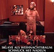 Sklave als Weihnachtsbaum � Schmuck mit Nadeln
