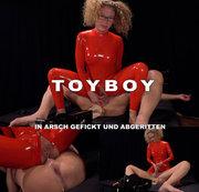 Toyboy in Arsch gefickt und abgeritten