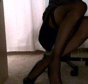 Unter den Tisch auf meine Beine gucken