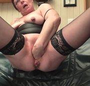 Selbst zum Orgasmus gefistet